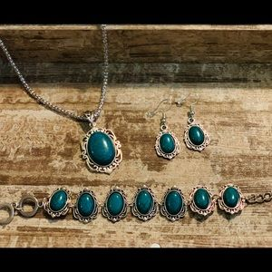 Jewelry - Trendy Turquoise  set!! These are adorable!